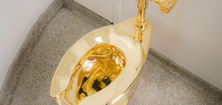 Solid-18-Karat-Gold-Toilet-Guggenheim-Museum-3