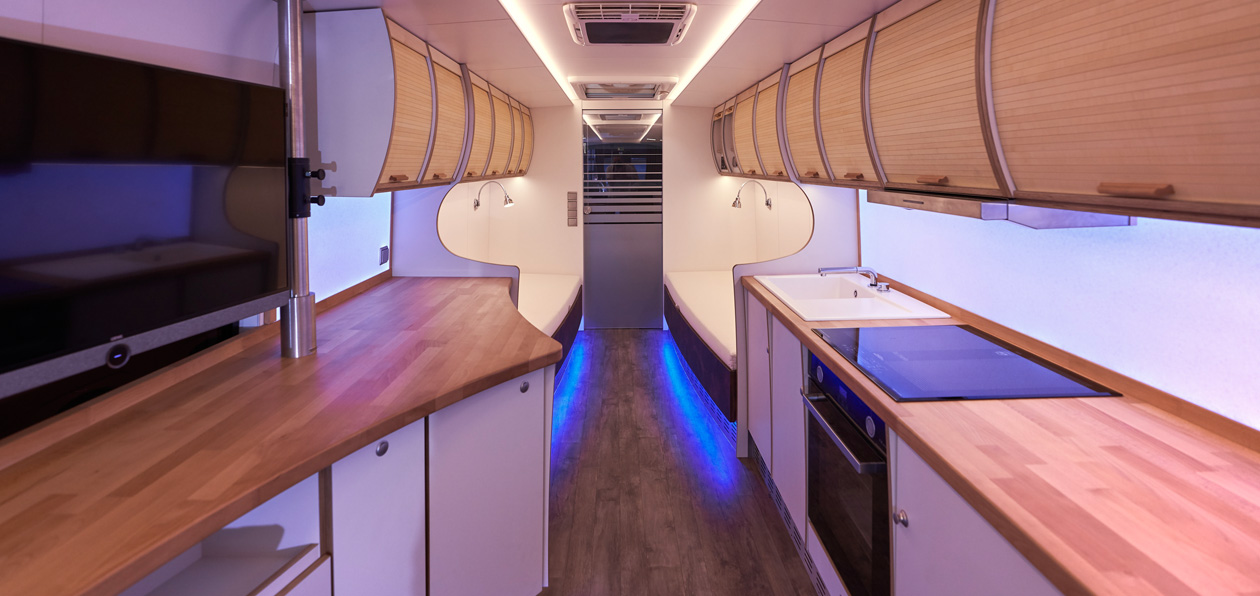 Neoplan_Tourliner_House_1
